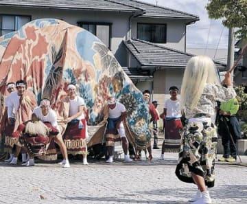 伝統の獅子舞、32年ぶり練る 金沢・泉地区
