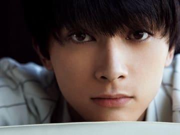 吉沢 亮さんと2人でホテルで過ごしてみたら、思わぬ悩みを吐露されて抱きしめたくなった。