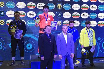 日本男子選手として初の世界ジュニア・チャンピオンに輝いた石黒隼士(日大)=チーム提供
