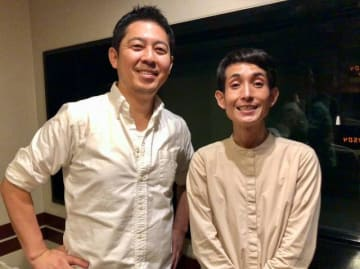 矢部太郎さん(右)と、高須光聖