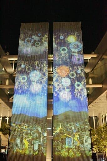 プロジェクションマッピングで浮かび上がる「天空花火」=21日夜、大阪市阿倍野区のあべのハルカス