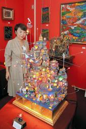 電飾で彩られ、からくりで動く立体作品=神戸市中央区北野町2、神戸北野美術館