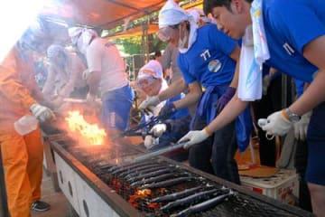 復興サンマ格別、2011匹振る舞う 気仙沼さんま祭りin山形
