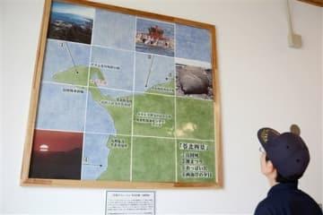 おっぱい岩など苓北町の観光資源を紹介するアズレージョ(絵陶板)=同町