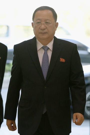 国連総会に出席するため平壌国際空港を出発する北朝鮮の李容浩外相=24日(共同)
