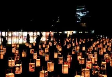 あんどんなどの明かりで幻想的な雰囲気に包まれた松江城二の丸上の段