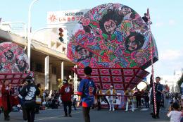 青森県内10市の祭りが競演したパレード