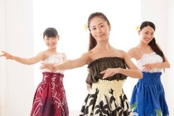 フラダンス(Ushico / PIXTA)