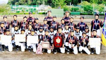 優勝した森田ファイターズ=9月22日、福井県鯖江市西山公園野球場