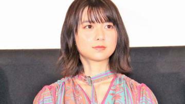 映画「3D彼女 リアルガール」の公開記念舞台あいさつに登場した上白石萌歌さん