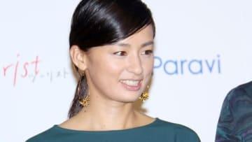 「Paravi」のオリジナルドラマ「tourist ツーリスト」の完成披露試写会に登場した尾野真千子さん