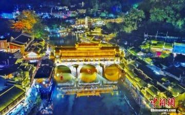 まるで絵画のような美しさ、ライトアップされた鳳凰古城の夜景―中国