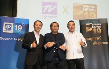 スプリング・ニュースの買収を発表したTVダイレクトのソンポンCEO(右)=24日、バンコク(NNA撮影)