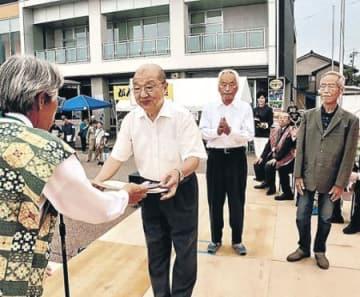 下麻生伸町1区など表彰 高岡・中田かかし祭最終日