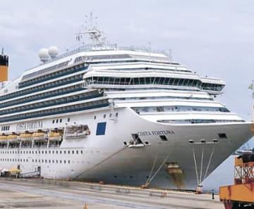 イタリアの大型クルーズ船、金沢港に姿