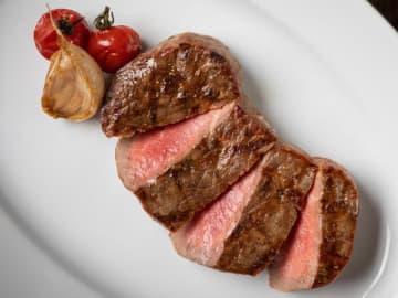 噛んだ瞬間にジューシーな肉汁が溢れる!ガッツリ肉気分の日に食べたい、六本木の絶品ステーキ4選