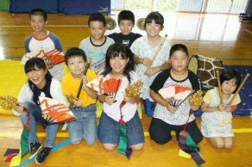 大舞台に向けて練習に取り組む児童たち