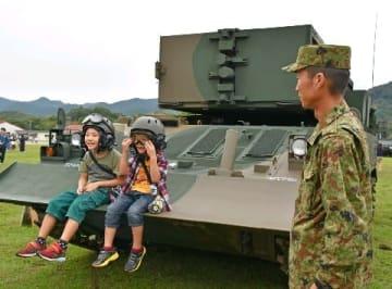 訓練公開や装備品を展示 陸自飯塚駐屯地で52周年行事 [福岡県]