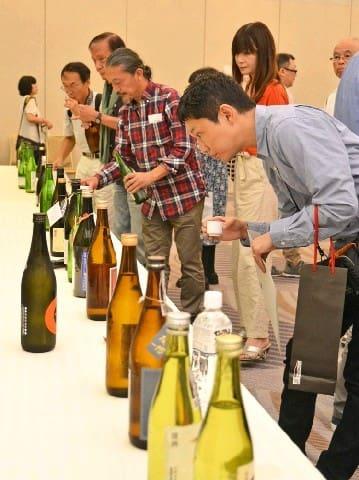「SAGA」認定酒審査 日本酒20点、焼酎5点を認定 佐賀市 お披露目会で試飲も [佐賀県]