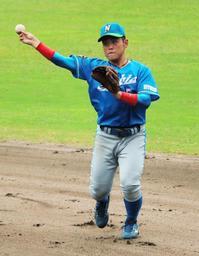 日亜鋼業では二塁手として活躍する西島一波=丹波市、春日スタジアム