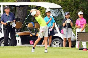 県内小中高生、ナイスショット 本社主催の第2回ジュニアゴルフ大会