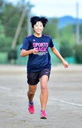 少年女子A100メートルで11秒7台の自己ベストを目指す宮城・柴田高の三浦