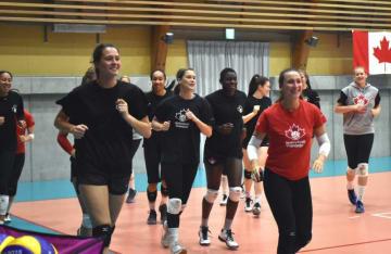 紫波町で練習を始めたバレーボールのカナダ女子代表チーム