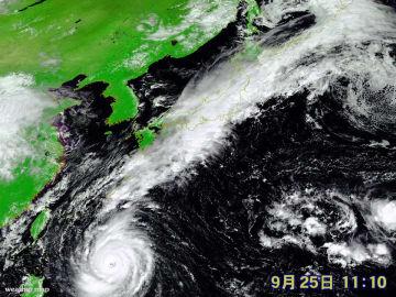 25日(火)午前11時10分現在の衛星画像
