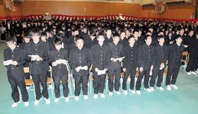 出席者全員で校歌を斉唱し、室蘭清水丘高校創立100周年を祝った式典