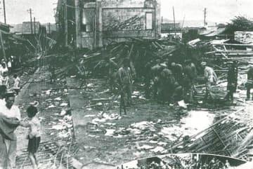 室戸台風による強風で倒壊した西陣小校舎。児童41人が亡くなった(1934年9月21日、京都市上京区)=京都市消防局提供