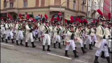 ミュンヘンビール祭り 盛大なパレード開催