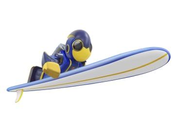 遠泳に挑戦する乾電池で動く人型ロボット「エボルタNEO(ネオ)くん」
