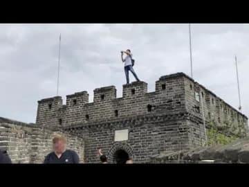万里の長城で男性が危険なマナー違反、観光区側はお手上げ状態―中国