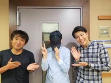左から酒井健太、有吉弘行、落合隆治