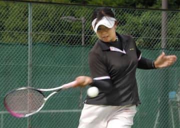 ソフトテニスの全日本学生シングルス選手権で初優勝した立命大の梶尾(立命大びわこ・くさつキャンパス)