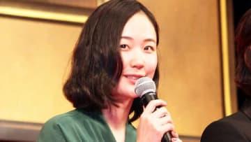 映画「億男(おくおとこ)」の完成披露試写会に登場した黒木華さん