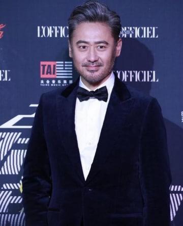 """""""最もカッコいいおじさん""""俳優ウー・ショウポーに不倫疑惑、「7年愛」25歳の女優が告発―中国"""