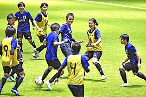 W杯へ「練習集中」...サッカーU17女子代表がJヴィレッジ合宿