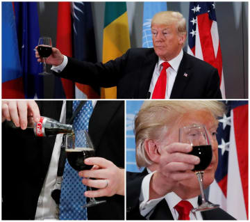 25日、国連本部での昼食会で、ホワイトハウス職員からグラスにコーラをつがれ、乾杯するトランプ米大統領(ロイター=共同)