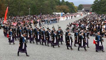 2016年10月22日に行われた時代祭。来年は10月26日に実施することが決まった(京都市上京区・京都御苑)