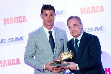 ロナウド(左)とペレス会長(右)。マドリードで再びこの2ショットを見ることができるのか photo/Getty Images