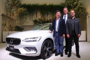 ボルボ 新型V60発表会 左からボルボ・カー・ジャパン代表取締役社長の木村隆之氏、ボルボ・カーズ・セーフティ・センターディレクター/シニアセーフティテクニカルアドバイザーのヤン・イヴァーソン氏、ボルボ・カーズ・USAデザイン部シニアディレクターのT.ジョン・メイヤー氏