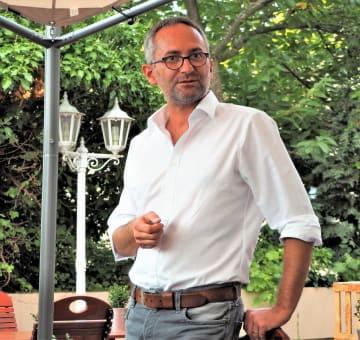 有機ワイン生産者団体「エコヴィン」のラルフ・デヤス社長。エコヴィンはドイツで最も厳しい基準を設けていることでも知られる=岩本順子撮影