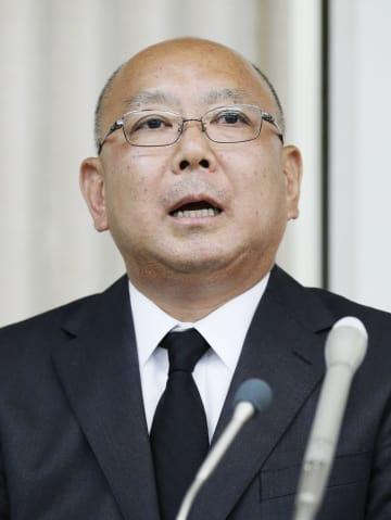 上級生による後輩部員への暴力事件について記者会見する、日本大水泳部の上野広治監督=26日午後、東京都目黒区