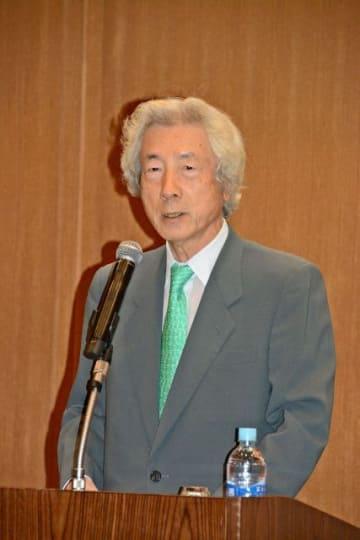 持論の脱原発を訴える小泉元首相=横浜市中区