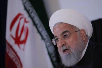 26日、ニューヨークで記者会見するイランのロウハニ大統領(ロイター=共同)