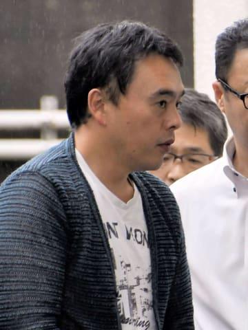 千葉県警成田国際空港署に入る初田宏平容疑者=27日午前