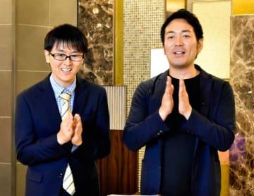 初冠番組の収録に臨むスーパーマラドーナの武智(右)と田中一彦=9月上旬、松山市大街道1丁目