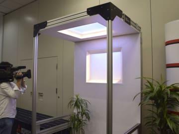 三菱電機が開発した青空や夕暮れを再現する照明技術=27日、東京都千代田区