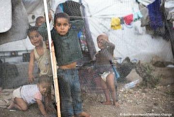 レスボス島のモリア・キャンプで暮らす難民の子どもたち